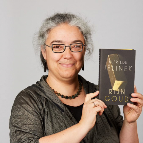 Inge Arteel with book